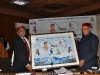 hon-cm-himachal-pradesh-presenting-momento-to-ravi-saxena-acs-dst-gujarat-govt